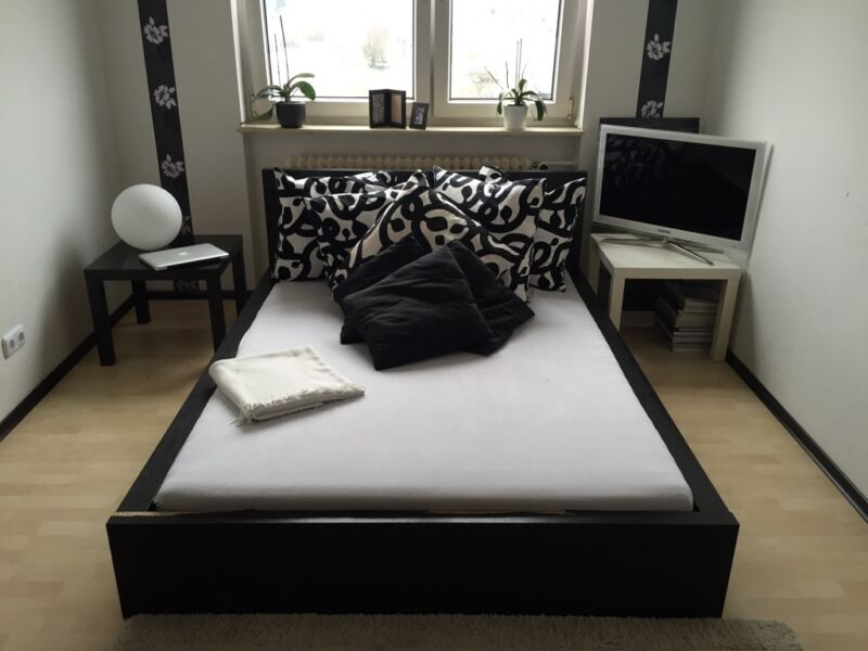 bettgestell schwarz in hessen maintal bett gebraucht kaufen ebay kleinanzeigen. Black Bedroom Furniture Sets. Home Design Ideas