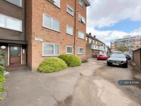 2 bedroom flat in Eastern Avenue, Ilford, IG2 (2 bed) (#1171916)