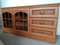 Tv stand / cabinet, chest of drawers on wheels.