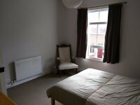 Double room in Victorian terrace. Mon - Fri only