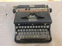 Beautiful Royal typewriter collectible