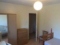 From 01 March. Very good size double room for SINGLE person. E14 Tower Hamlet.