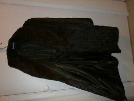 vintage ladies fur coat, medium length, v good condition. size 14-16