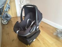 Maxi Cosi Pebble baby car seat with Isofix base & assessories; rain hood and Maxi Cosi foot muff