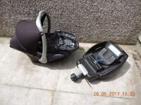 Maxi Cosi Cabrio car seat & base. ( not iso fix.) with cosi toes cover