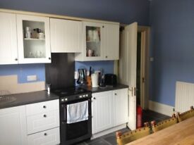 Twin room with it's own bathroom in a shared house in Shepherds Bush £255/pw bills included