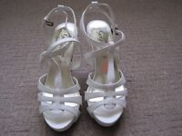 Lovely Summer sandals size 4