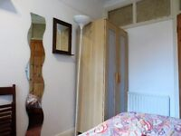 Small Single Room in a female flat share moments from Surbiton Station