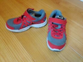 NIKE TRAINERS UK SIZE 12