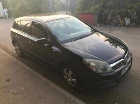 Vauxhall Astra 1.4 black 2005 55 alloys wheels mot July