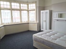 Pets welcome! 2 huge rooms in the same house. 5 minute walk to Tube station, many supermarkets