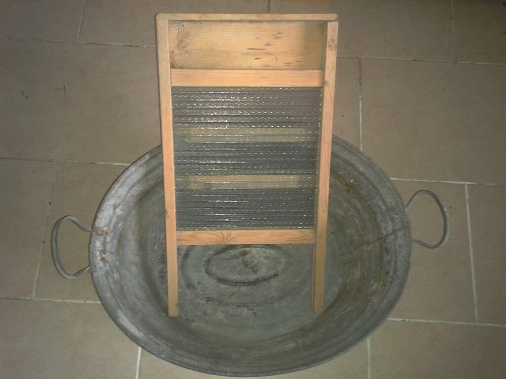 Galvanised Washtub and washboard in good condition, film prop