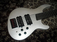 Cort C5H active bass guitar in stunning condition - amazing bargain