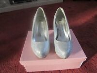 SIZE 3 SILVER SHIMMER SHOES
