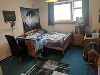Large Bedroom, Share flat with 2 flatmates, good location, 2/9 Kilgraston Court, EH9 2ES