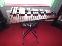xylophone (3 octaves) and stand , in perfect condition (Gear4Music model)