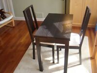 Dining table (extendable) and 2 chairs