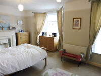 ! Wonderful DOUBLE ROOM just 10 min walk to CAMDEN TOWN station! AVAILABLE NOW!