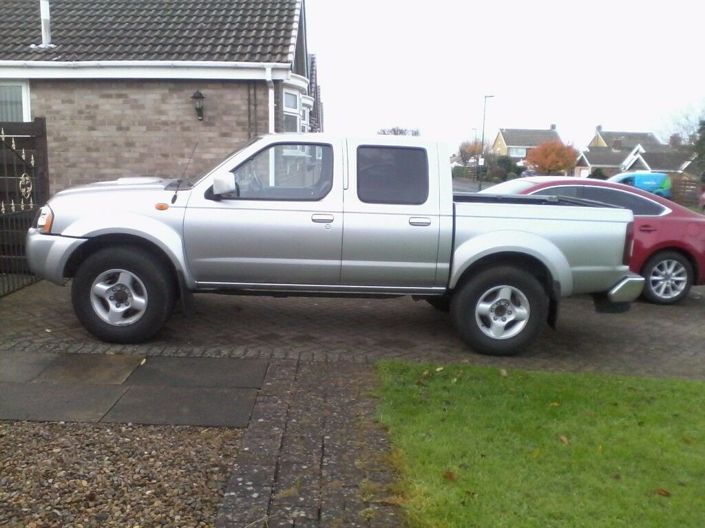 NISSAN NAVARA 2.5 TDI SPORT. SILVER. 4*4. 12 months mot. Multi cd. Abs. Electric climate control.