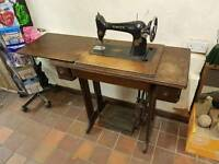 Singer sewing machine vintage antique