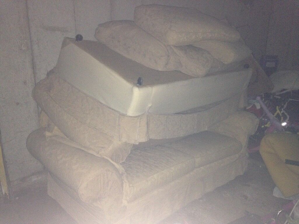 Multiyork x2 2/3 seater sofas cream, covers can be changed if wanted, brilliant condition