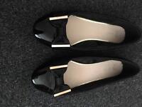 Ladies size 7 black shoes