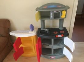 Children's play kitchen (Little Tikes) with lots of accessories