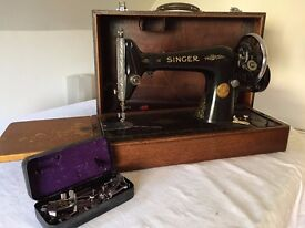 Antique Singer Sewing Machine with Hand Crank (in working condition)