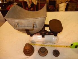 Large weighing scale antique Avery