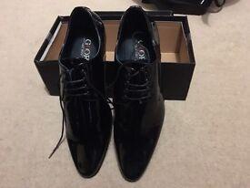 Men's Black patent shoes size 9