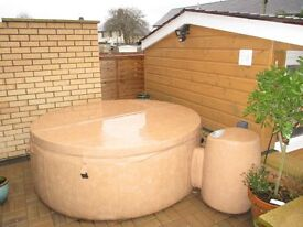 6ft diameter Hot Tub, complete with interior coloured lights and control panel