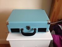 Akai A60011NB model briefcase style 3-speed portable turntable blue in colour