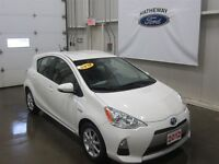 2012 Toyota Prius c GREAT ON GAS! HAS NAVIGATION & HEATED SEATS!