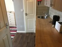1 bed flat nr Sheffield city centre flexible tenancy no bond includes all bills workers only over 25