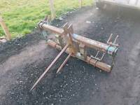 Tractor three point linkage bale spike
