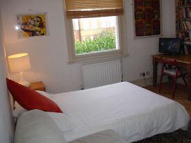 2 Cosy Double Rooms close to Canning Town Station, just £140.