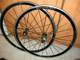 A set of 700 c ( version team 30)road bike wheels