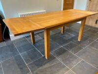 Solid Large OAK Dining Table extendable And 6 Chairs VGC