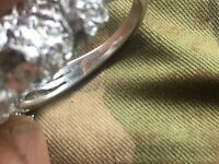 Stunning 9ct white gold with 1.0ct diamonds ring