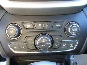2016 Jeep Cherokee Trailhawk V6 leather / sunroof / nav / traile Edmonton Edmonton Area image 16