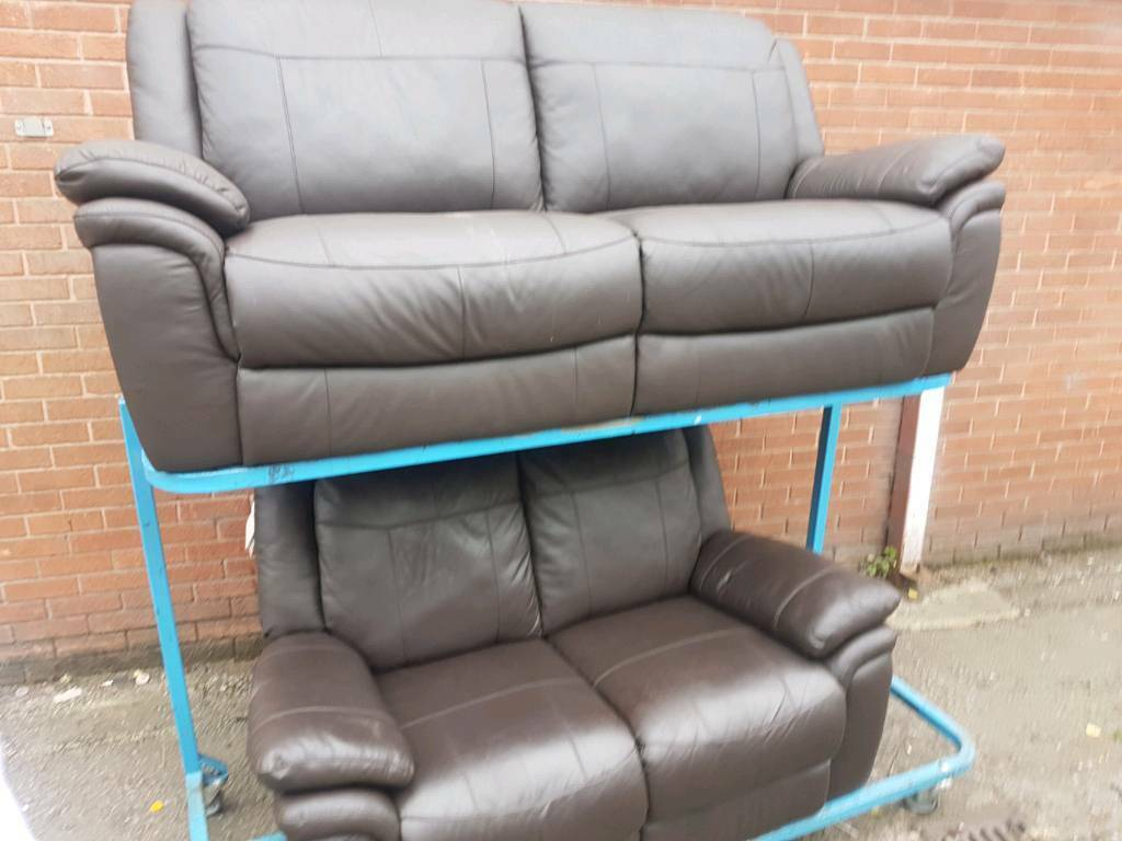 3 + 2 dark brown leather sofa can deliver