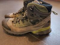 Salomon ladies walking boots size EU40 good condition