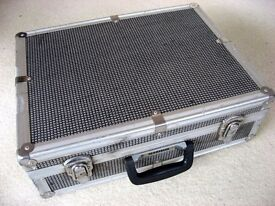 "LARGE ""MARISUN"" ALUMINIUM CAMERA CASE in GOOD USABLE CONDITION - 46 X 34.5 X 15 cms - £10 ono"