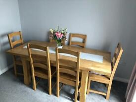 SOLID WOOD DINNING TABLE WITH 6 CHAIRS. GOOD CONDITION
