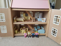 Beautiful dolls house in great condition