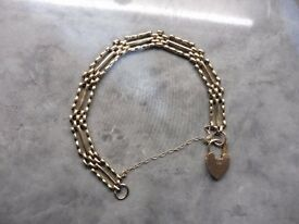 Vintage 9ct solid gold 3 bar style gate bracelet with heart lock (10 .9 grams)