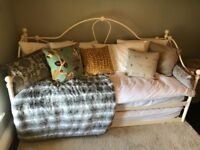 Double/Single Day Bed with trundle in metal French shabby chic style incl. mattresses and sheets