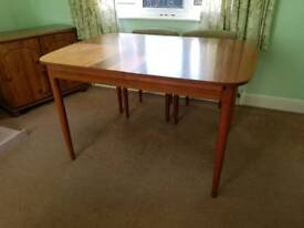 Schreiber extendable dining table