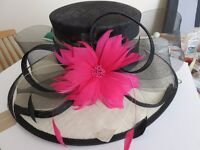 LADIES JACQUES VERT HAT IN HAT BOX SIZE 22 INCHES INSIDE RIM