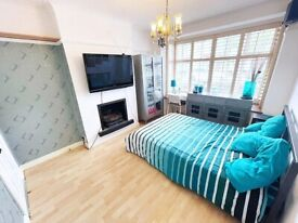 Luxurious Double Room with Ensuite Bathroom in South Norwood/Croydon. Furnished. ALL BILLS INCLUDED